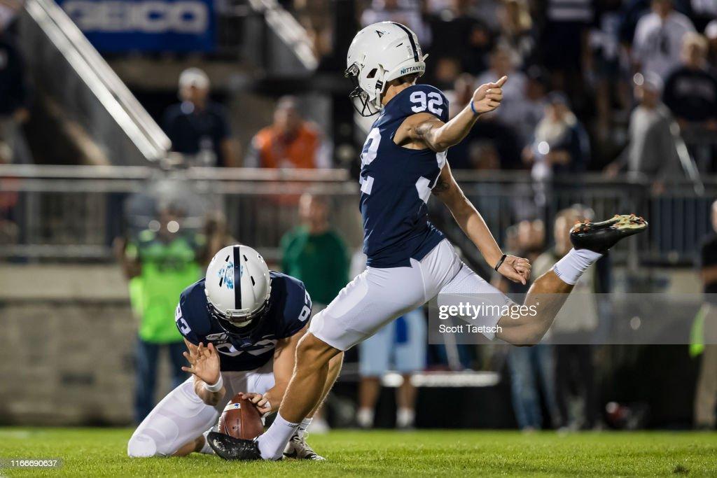 Buffalo v Penn State : Fotografía de noticias