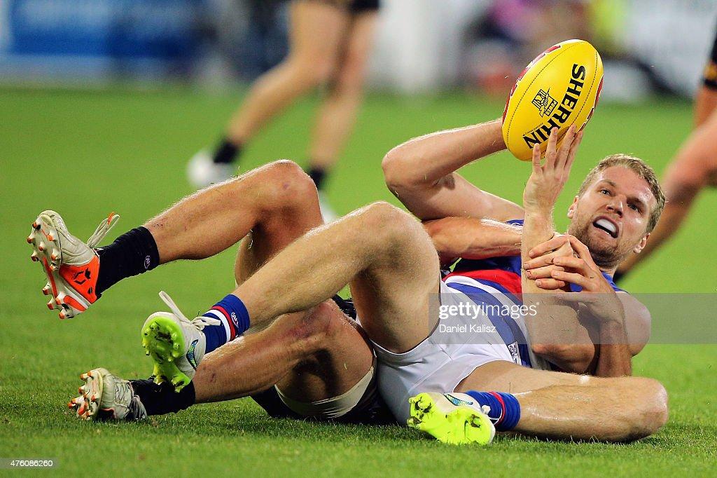 AFL Rd 10 - Port Adelaide v Western Bulldogs : News Photo