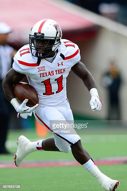 Jakeem Grant of the Texas Tech Red Raiders runs the ball during game action against the West Virginia Mountaineers on October 11, 2014 at Jones AT&T...