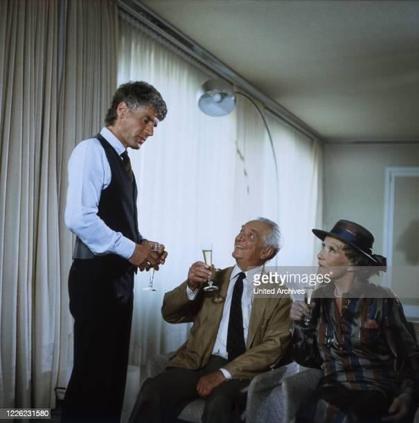 """Jakob und Adele, Fernsehserie, Deutschland 1981 - 1989, Folge: """"Eine sehr persönliche Angelegenheit"""", Darsteller: Matthias Ponnier, Carl Heinz..."""