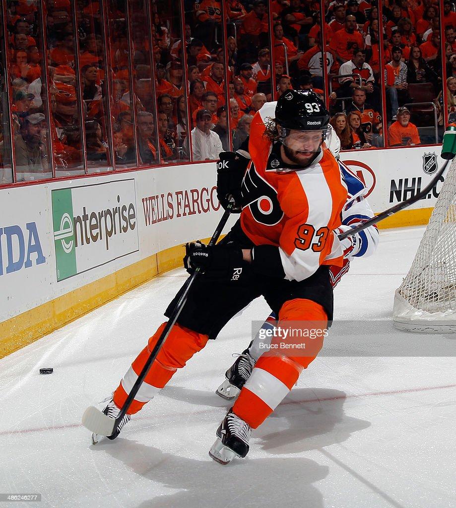 61fb9792 Jakub Voracek of the Philadelphia Flyers skates against the New York ...