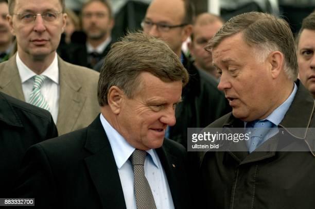 Jakunin Wladimir Praesident der Russischen Eisenbahn RZD Russland im Gespraech mit Hartmut Mehdorn Vorstandsvorsitzender Deutsche Bahn AG