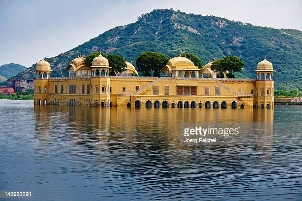 jal mahal - udaipur stock pictures, royalty-free photos & images