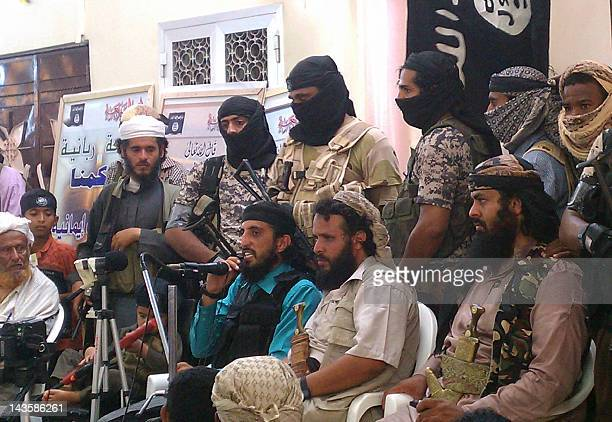 Jalal alBlaidy also known as Abu Hamza leader of the Ansar alSharia in Yemen addresses tens of Yemeni soldiers upon their release in the militant...