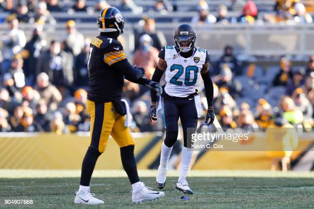 Jalen Ramsey of the Jacksonville Jaguars reacts towards Ben Roethlisberger of the Pittsburgh Steelers after a fumble return for a touchdown during...