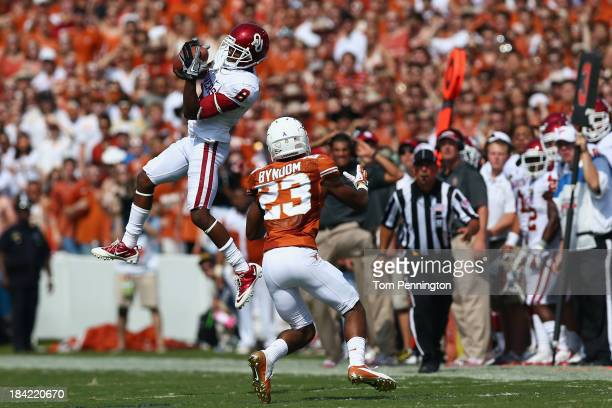 Jalen Saunders of the Oklahoma Sooners pulls in a pass against Carrington Byndom of the Texas Longhorns in the second quarter at the Cotton Bowl on...