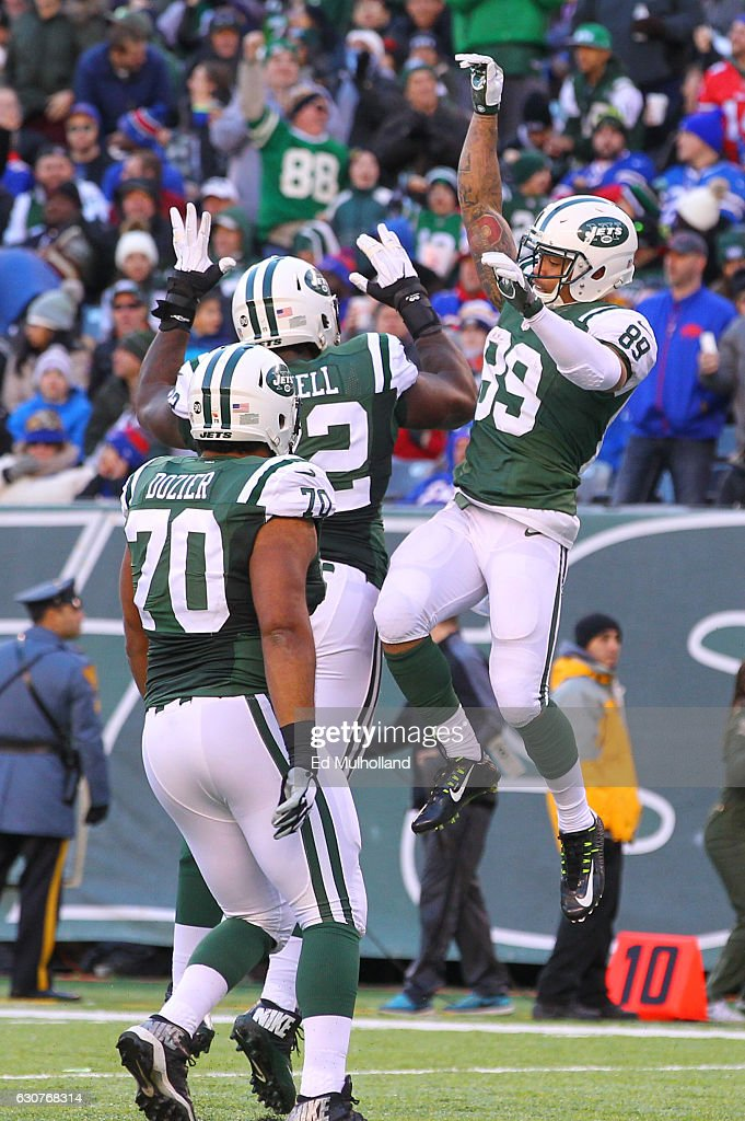 Jalin Marshall #89 of the New York Jets celebrates his touchdown during the second half of their game against the Buffalo Bills at MetLife Stadium on January 1, 2017 in East Rutherford, New Jersey.