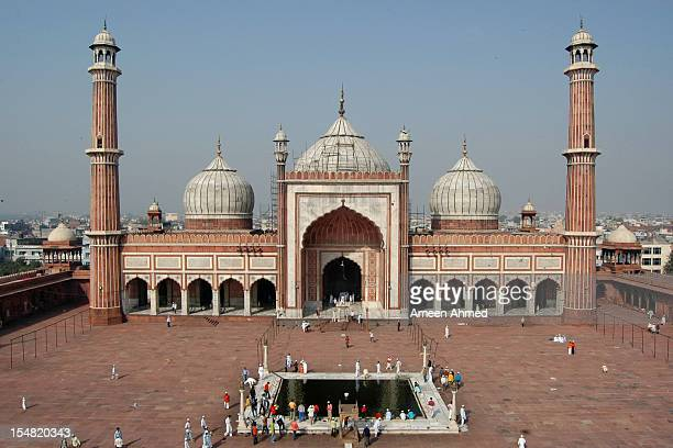 jama masjid courtyard - agra jama masjid mosque stock pictures, royalty-free photos & images
