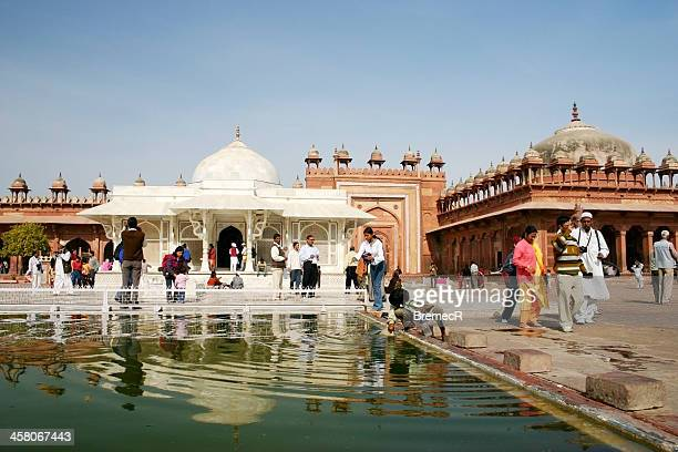 jama masjid's courtyard - fatehpur sikri stock pictures, royalty-free photos & images