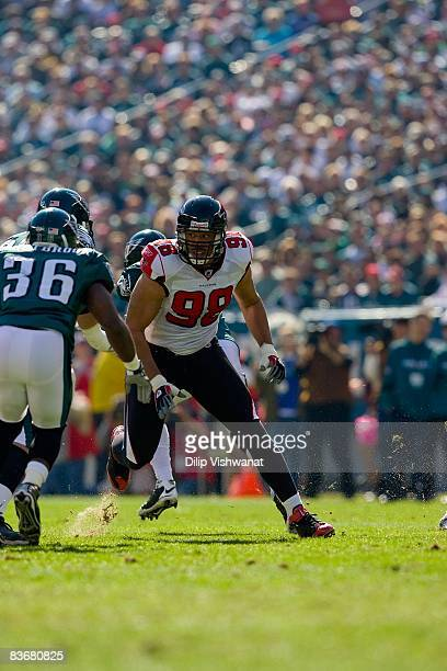 Jamaal Anderson of the Atlanta Falcons defends against the Philadelphia Eagles at Lincoln Financial Field on October 26, 2008 in Philadelphia,...