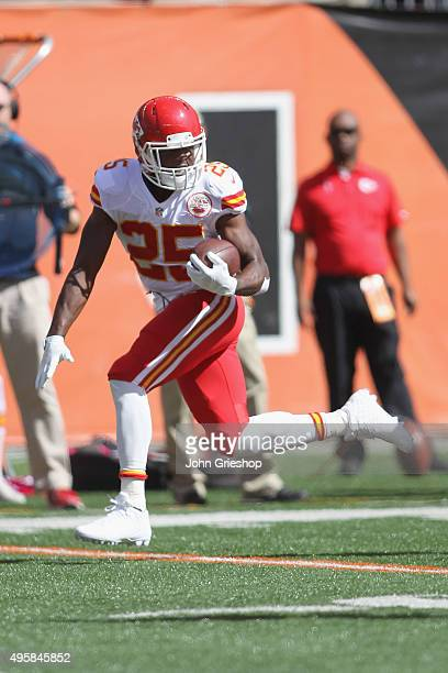 Jamaal Charles of the Kansas City Chiefs runs the football upfield during the game against the Cincinnati Bengals at Paul Brown Stadium on October 4...