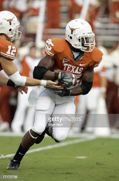 Jamaal Charles of the Texas Longhorns carries the ball during the game against the Rice Owls on September 22 2007 at Darrell K RoyalTexas Memorial...