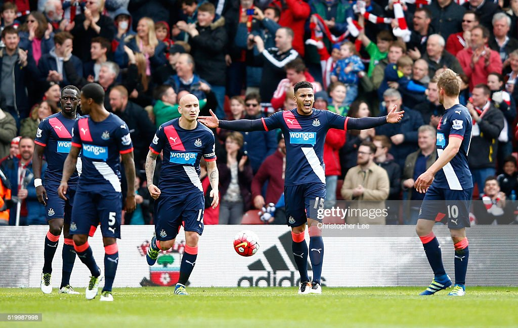 Jamaal Lascelles (2nd R) and Newcastle United players show their frustration after Southampton's third goal during the Barclays Premier League match between Southampton and Newcastle United at St Mary's Stadium on April 9, 2016 in Southampton, England.