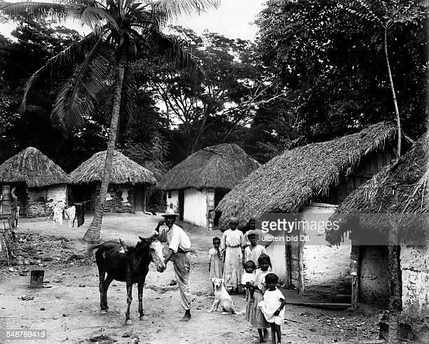 Jamaica local people on thier farm 1931 Photographer Frankl Vintage property of ullstein bild