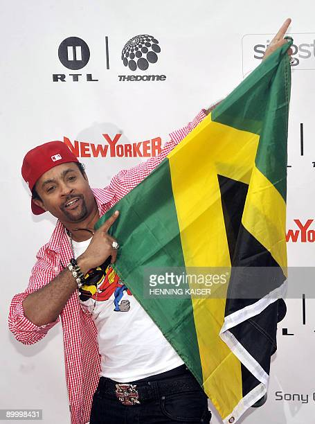 Jamaican American reggae singer Shaggy poses with a Jamaican flag during the event The Dome in Cologne western Germany on August 21 2009 AFP PHOTO...