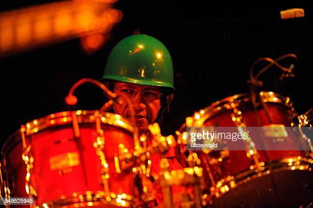 Jamaican Legends Schlagzeuger Sly Dunbar Bassist Robbie Shakespeare Gitarrist Ernest Ranglin und Pianist Tyrone Downie bei einem Konzert in der...
