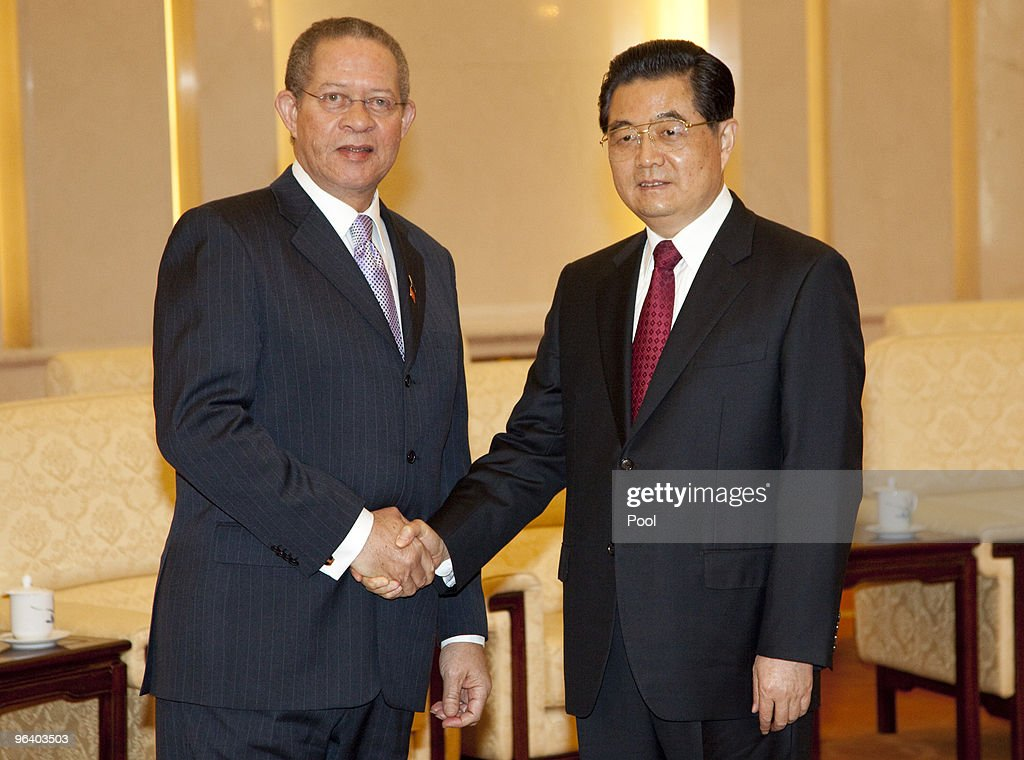 Jamaican Prime Minister Bruce Golding (L) meets with Chinese President Hu Jintao at the Great Hall of the People February 4, 2010 in Beijing, China. Golding, who arrived in Beijing on February 1, is on a five day visit to China to bolster bilateral ties including a range of agreements on economy and trade.