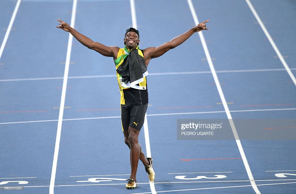 TOPSHOT - Jamaica's Usain Bolt celebrates after Team Jamaica won the Men's 4x100m Relay Final during the athletics event at the Rio 2016 Olympic Games at the Olympic Stadium in Rio de Janeiro on August 19, 2016. / AFP / PEDRO