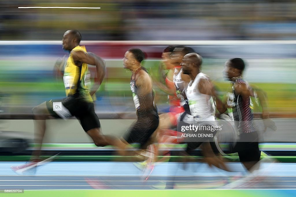 TOPSHOT - Jamaica's Usain Bolt (L) competes in the Men's 100m Semifinal during the athletics event at the Rio 2016 Olympic Games at the Olympic Stadium in Rio de Janeiro on August 14, 2016. / AFP / Adrian DENNIS