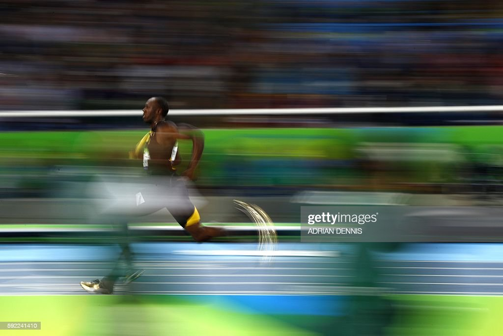 TOPSHOT - Jamaica's Usain Bolt (c) competes in the Men's 4x100m Relay Final during the athletics event at the Rio 2016 Olympic Games at the Olympic Stadium in Rio de Janeiro on August 19, 2016. / AFP / Adrian DENNIS