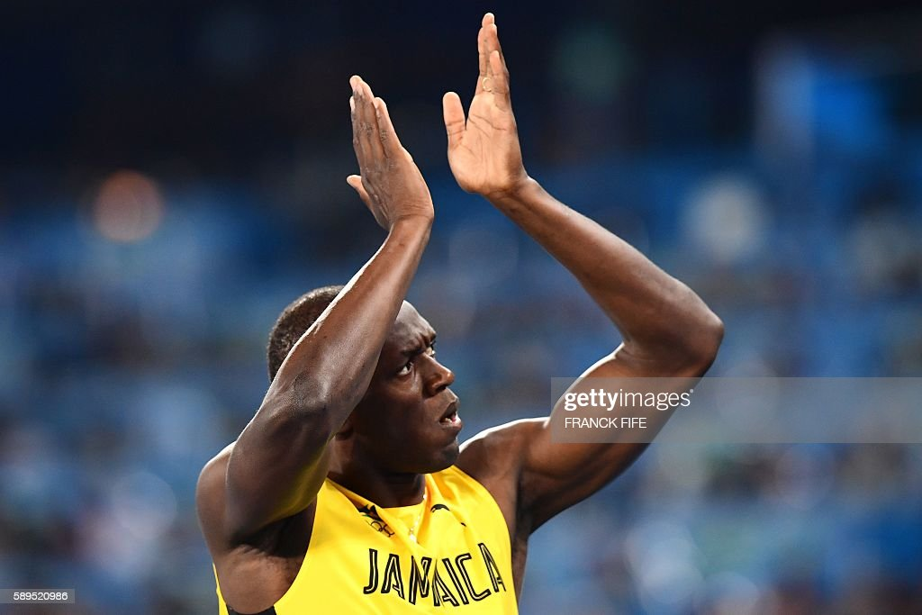 TOPSHOT - Jamaica's Usain Bolt gestures after the Men's 100m Semifinal during the athletics event at the Rio 2016 Olympic Games at the Olympic Stadium in Rio de Janeiro on August 14, 2016. / AFP / FRANCK