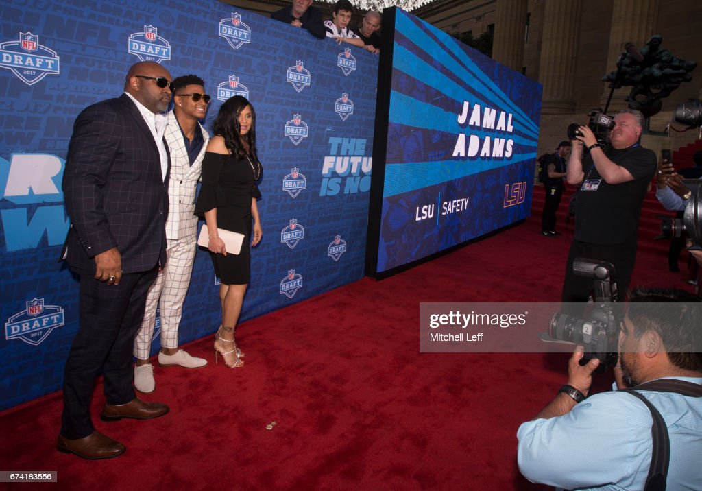 Jamal Adams of LSU poses for a picture with his father George Adams and mother Michelle Adams on the red carpet prior to the start of the 2017 NFL Draft on April 27, 2017 in Philadelphia, Pennsylvania.