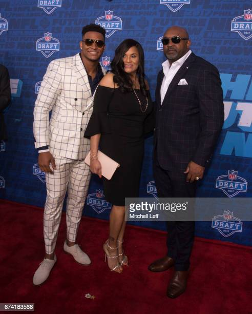 Jamal Adams of LSU poses for a picture with his father George Adams and mother Michelle Adams on the red carpet prior to the start of the 2017 NFL...