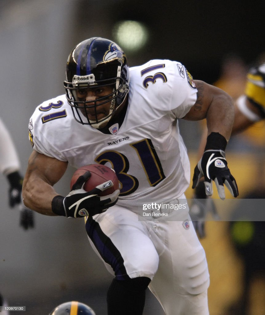 Baltimore Ravens vs Pittsburgh Steelers - December 24, 2006 : News Photo