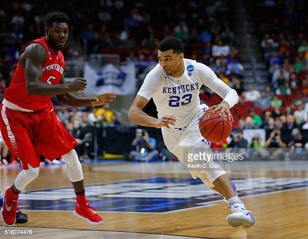Jamal Murray of the Kentucky Wildcats drives against Ahmad Walker of the Stony Brook Seawolves in the second half during the first round of the 2016...