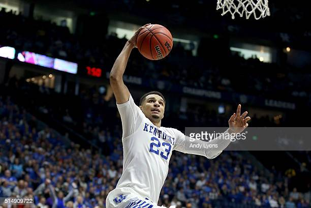 Jamal Murray of the Kentucky Wildcats shoots the ball in the game against the Alabama Crimson Tide during the quarterfinals of the SEC Basketball...