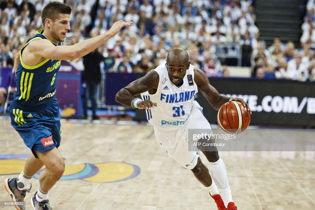 Jamar Wilson (R) of Finland dribbles past Aleksej Nikolic of Slovenia during the basketball European Championships Eurobasket 2017 qualification round match between Finland and Slovenia in Helsinki, Finland, on September 2, 2017. / AFP PHOTO / Roni Rekomaa AND Lehtikuva / Roni Rekomaa / Finland OUT