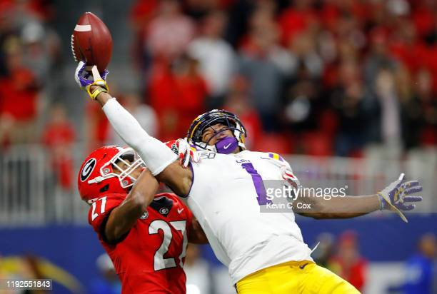 Ja'Marr Chase of the LSU Tigers is unable to catch a pass as he is defended by Eric Stokes of the Georgia Bulldogs in the first half during the SEC...