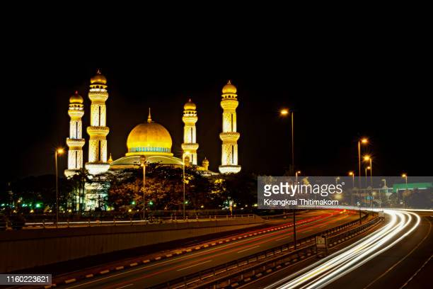 jame' asr hassanal bolkiah mosque, brunei. - bandar seri begawan stock photos and pictures