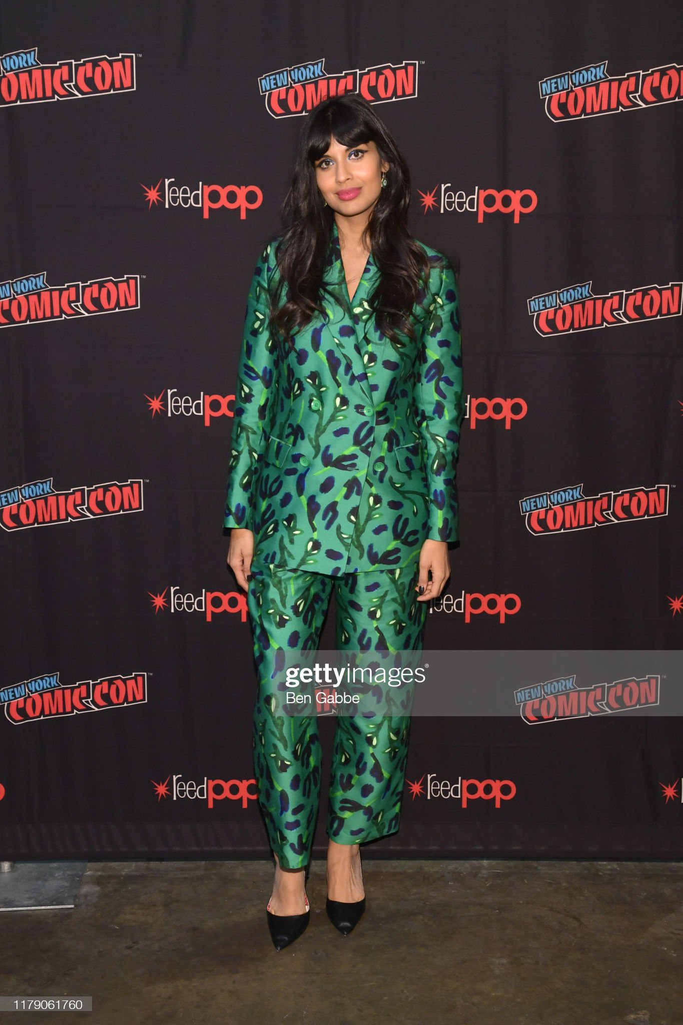 ¿Cuánto mide Jameela Jamil? - Real height Jameela-jamil-speaks-onstage-during-new-york-comic-con-2019-day-2-at-picture-id1179061760?s=2048x2048