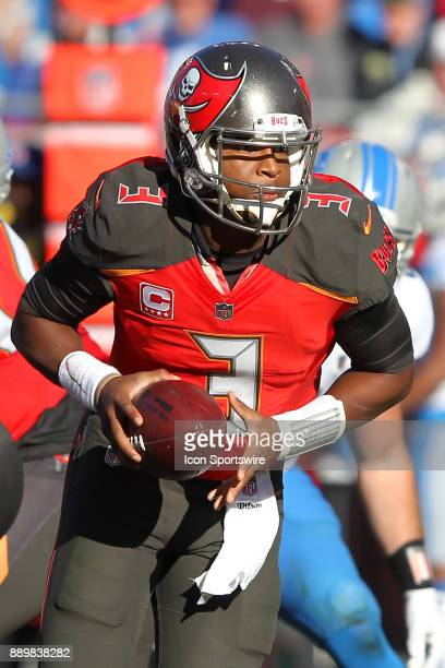 Jameis Winston of the Bucs turns to hand the ball off during the regular season game between the Detroit Lions and the Tampa Bay Buccaneers on...