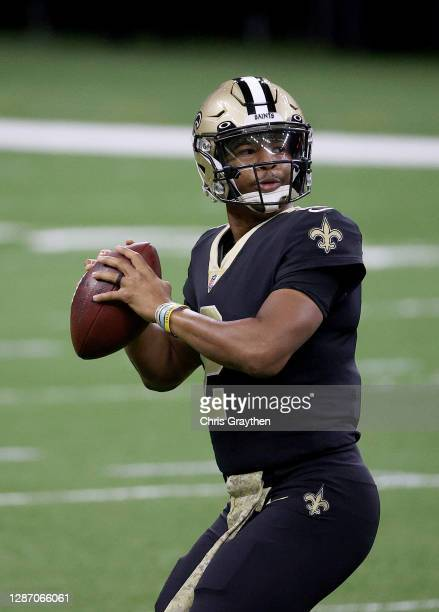 Jameis Winston of the New Orleans Saints warms up before the game against the Atlanta Falcons at Mercedes-Benz Superdome on November 22, 2020 in New...