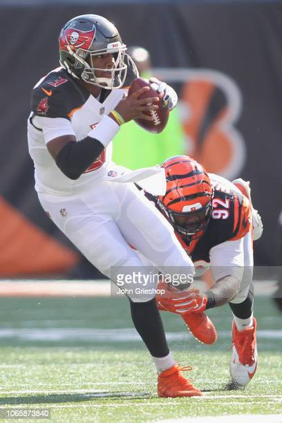 Jameis Winston of the Tampa Bay Bucccaneers runs the football upfield against Adolphus Washington of the Cincinnati Bengals during their game at Paul...