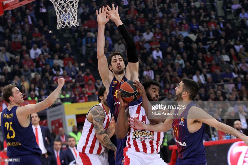 Jamel McLean, #1 of Olympiacos Piraeus competes with Ante Tomic, #44 of FC Barcelona Lassa during the 2017/2018 Turkish Airlines EuroLeague Regular Season game between Olympiacos Piraeus and FC Barcelona Lassa at Peace and Friendship Stadium on March 15, 2018 in Athens, Greece.