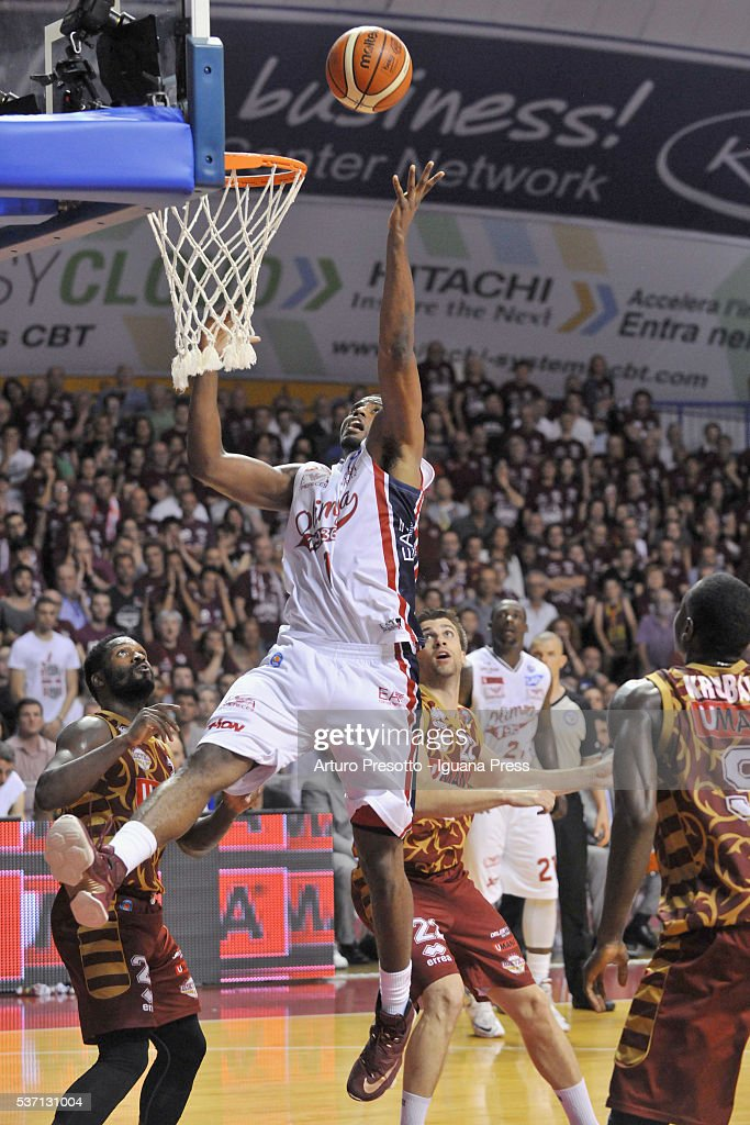 Jamel McLean of EA7 competes with Jeremy Pargo (L) and Jeff Viggiano (C) and Melvin Ejim (R) of Umana during the LegaBsaket Serie A match between Reyer Umana Venezia and EA7 Emporio Armani Olimpia Milano at Palasport Taliercio on May 29, 2016 in Mestre, Italy.