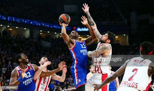 James Anderson #23 of Anadolu Efes Istanbul competes with Gerogios Printezis #15 of Olympiacos Piraeus during the 2018/2019 Turkish Airlines...