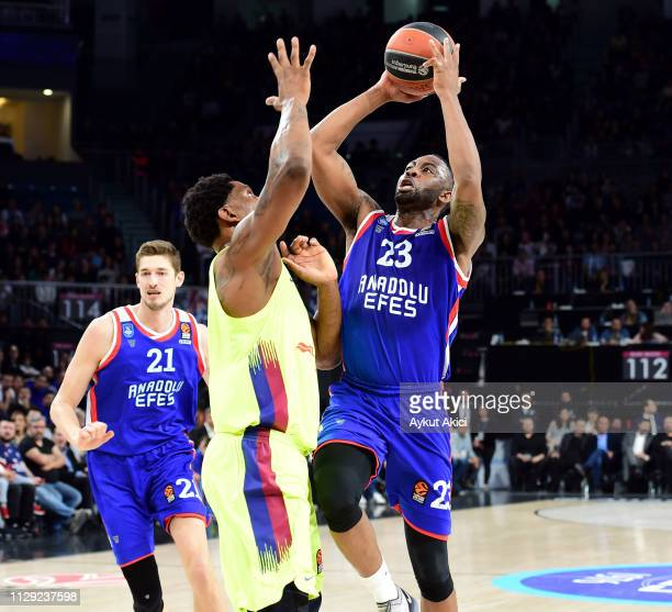James Anderson #23 of Anadolu Efes Istanbul in action during the 2018/2019 Turkish Airlines EuroLeague Regular Season Round 25 game between Anadolu...