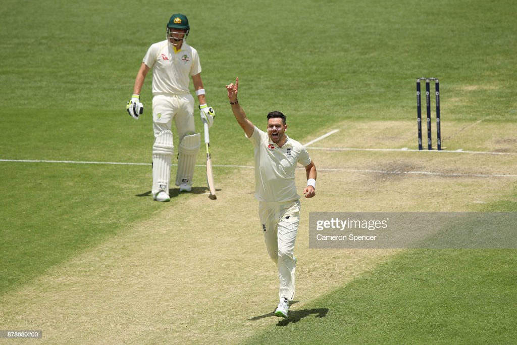 Australia v England - First Test: Day 3 : ニュース写真