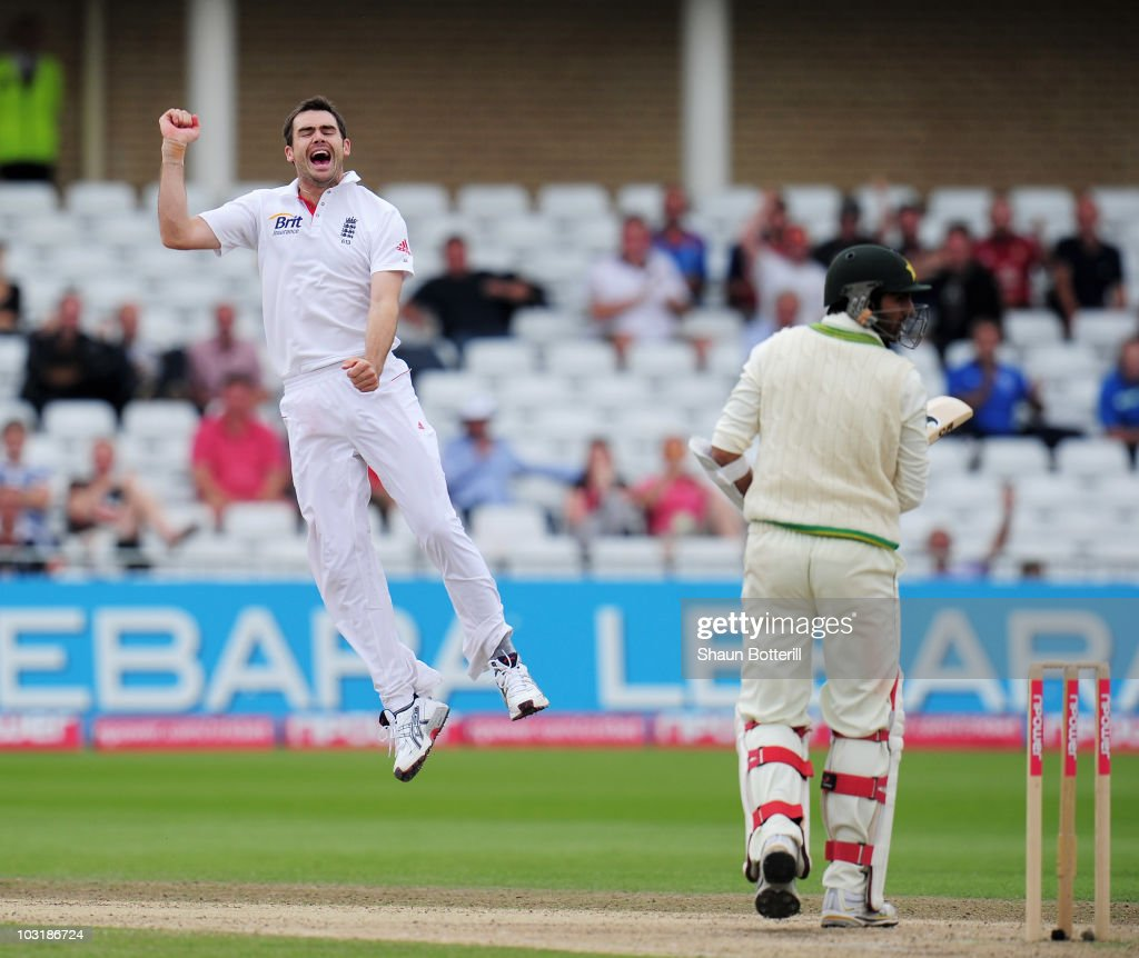 England v Pakistan: 1st Test - Day Four : News Photo