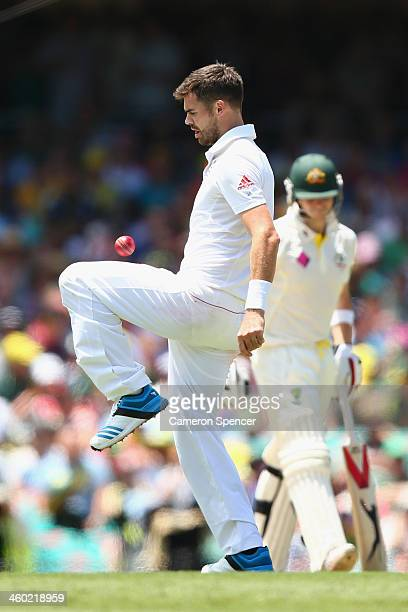 James Anderson of England controls the ball with his knee during day one of the Fifth Ashes Test match between Australia and England at Sydney...