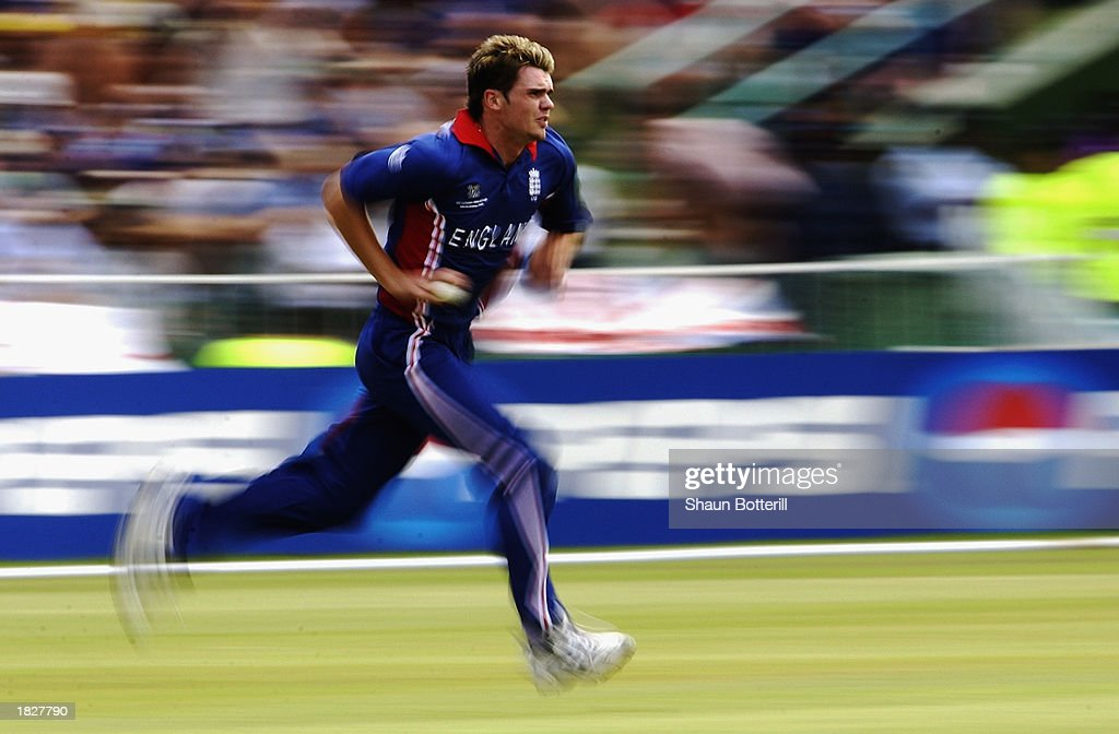 James Anderson of England runs in to bowl : News Photo