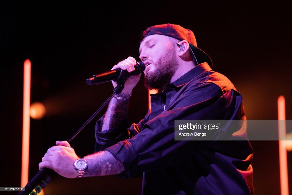 James Arthur Performs At First Direct Arena, Leeds : Nieuwsfoto's