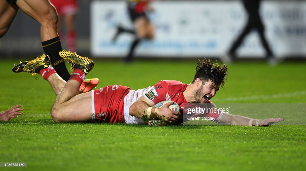 St Helens v Catalans Dragons - Betfred Super League Play-Off Semi-Final : News Photo