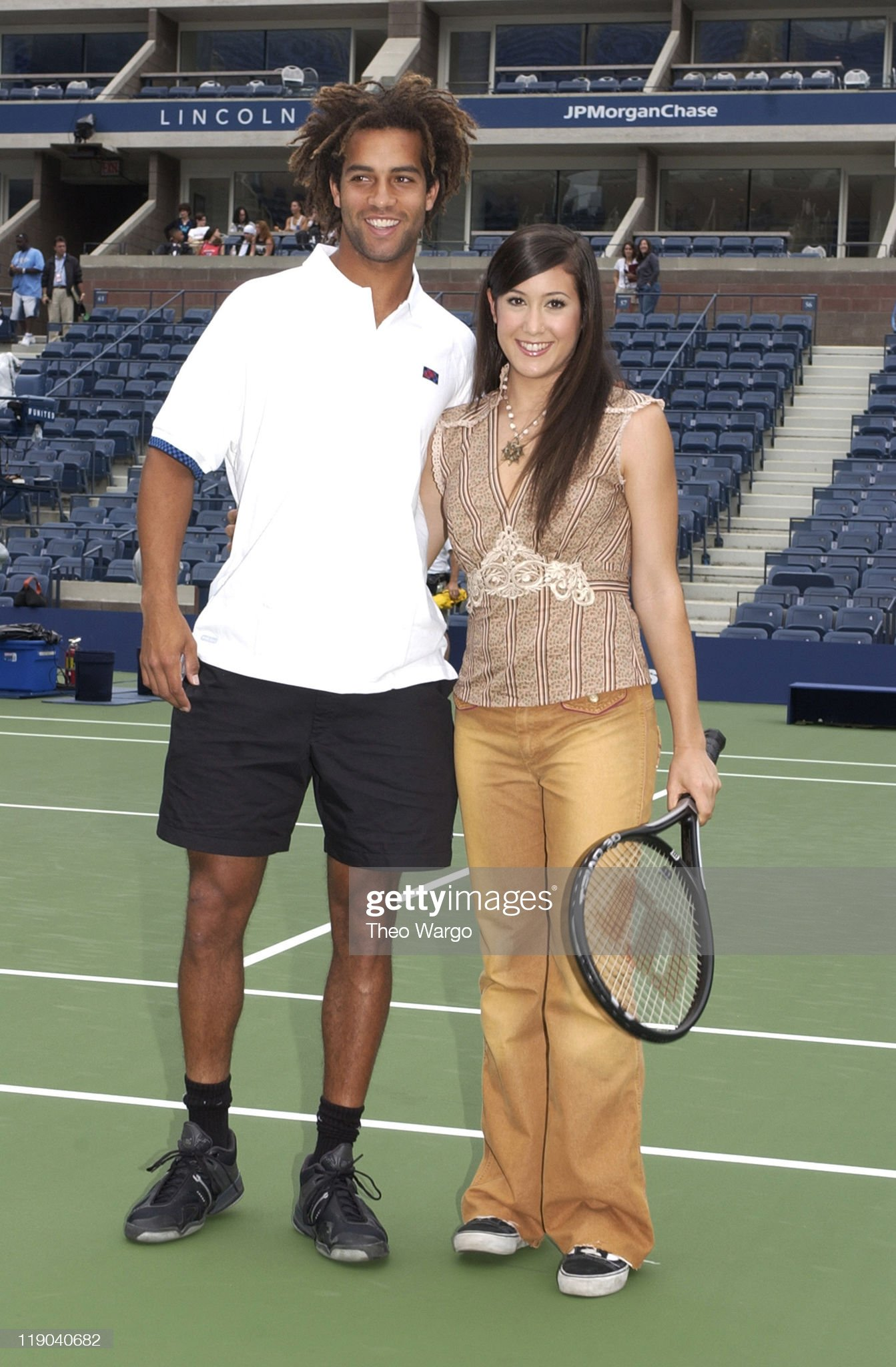 ¿Cuánto mide Vanessa Carlton? - Altura - Real height James-blake-and-vanessa-carlton-during-arthur-ashe-kids-day-tennis-picture-id119040682?s=2048x2048