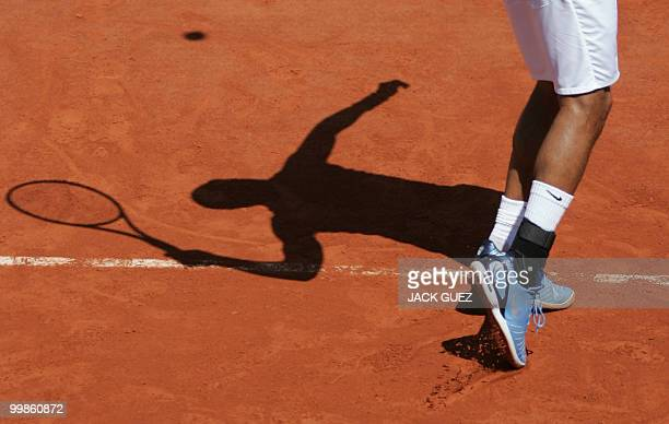 US James Blake serves to Spain's Nicolas Almagro during the second round of the French tennis Open at Roland Garros in Paris 2nd June 2006 AFP PHOTO...