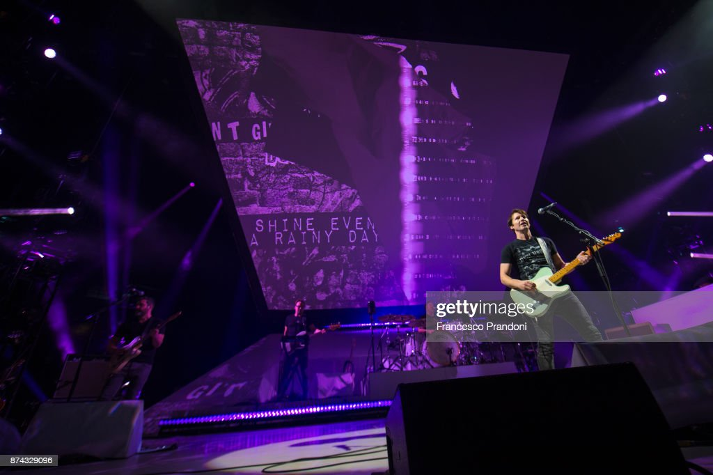 James Blunt performs at the Mediolanum Forum on November 14, 2017 in Milan, Italy.